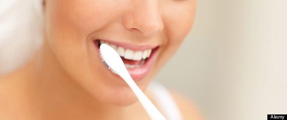 se brosser les dents tous les jours r duirait le risque de d mence et 8 bonnes raisons de se. Black Bedroom Furniture Sets. Home Design Ideas
